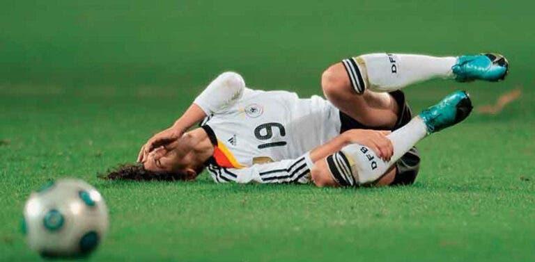 Jugadora de futbol lesionada