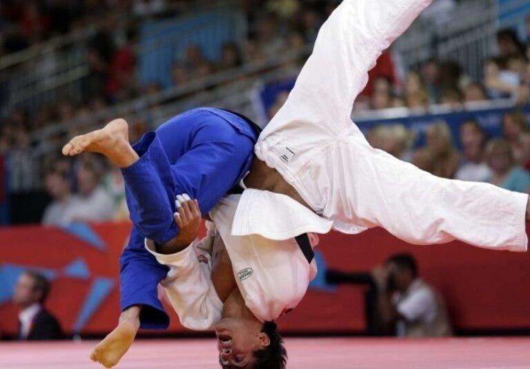 puente de luchador en judo