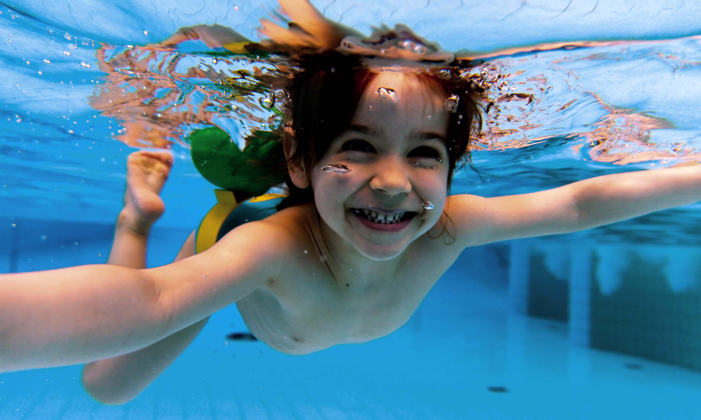 Iniciaci n a la nataci n entrenamiento for Clases de piscina para bebes