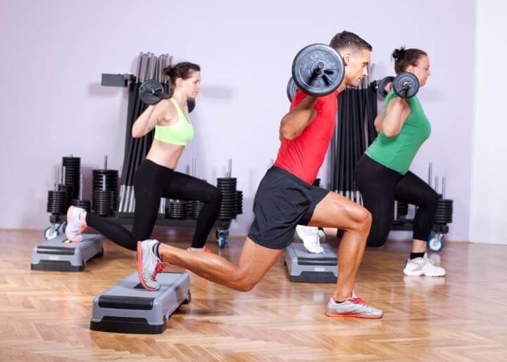 Cómo deben los corredores entrenar con pesas