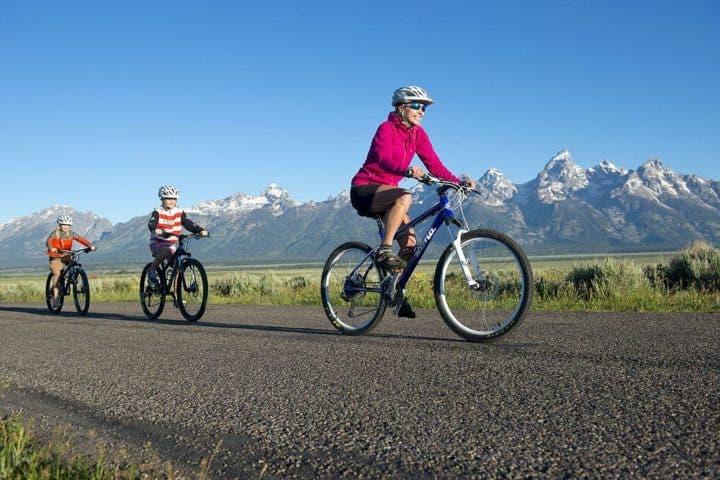 gente montando en bici