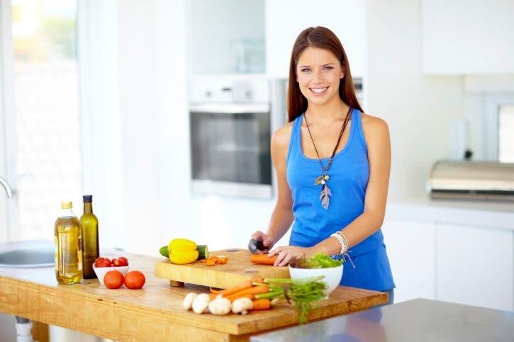 https://www.entrenamiento.com/wp-content/uploads/2015/09/mujer-cocinando.jpg