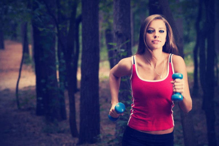 Cómo levantar pesas para correr más