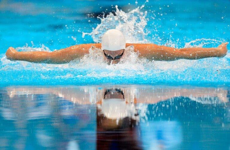 cómo nadar estilo mariposa