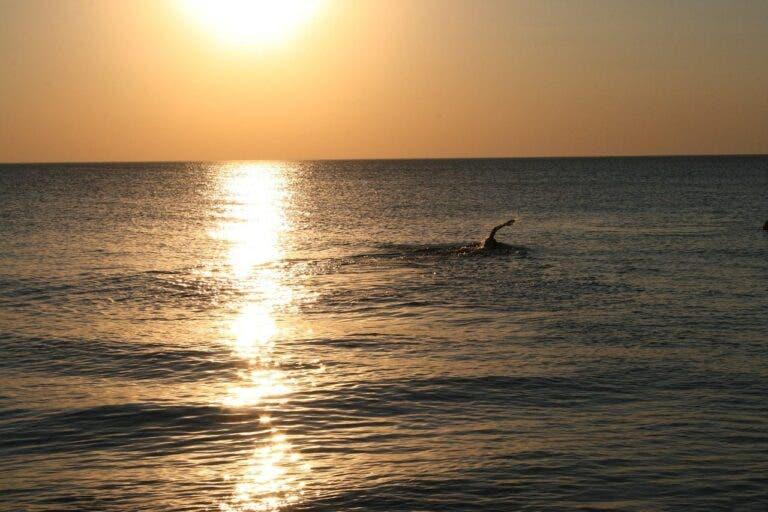 nadando en el mar