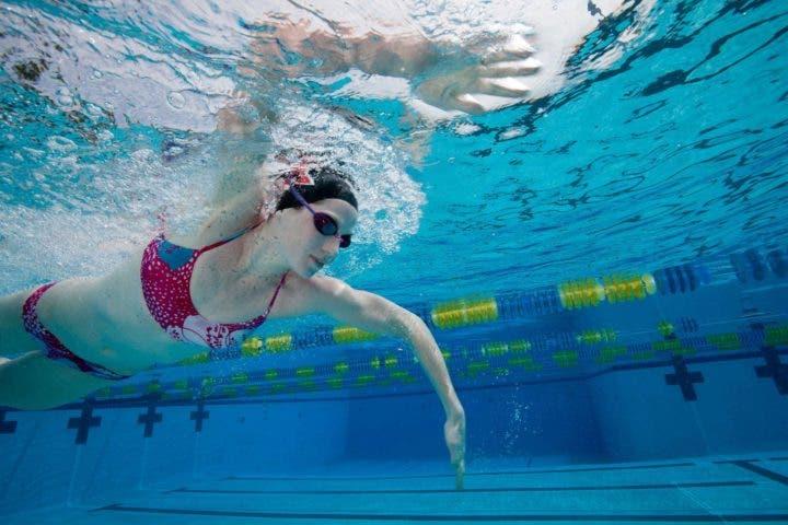 Cómo entrenar para reducir la fatiga en tus competiciones de natación