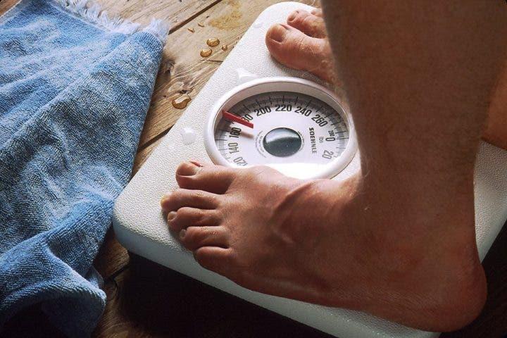 Pésate en la báscula para saber los resultados de la dieta