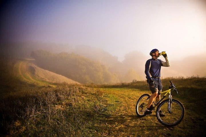 hidratarse correctamente en ciclismo
