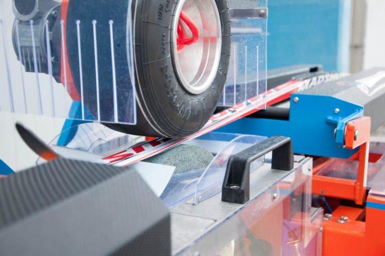 Máquina para estructuras de esquí