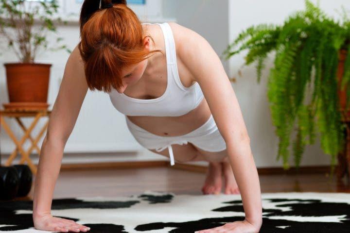hacer rutina de gimnasio en casa