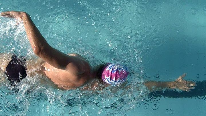 visualización carrera de natación