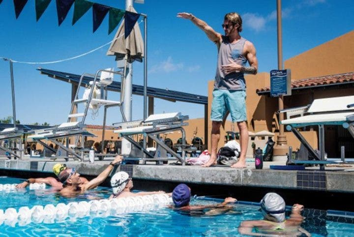 ¿Debo unirme a un club de natación?