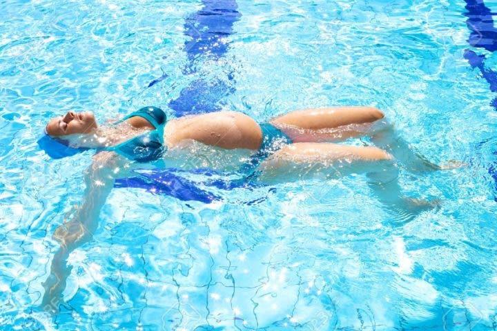 ¿Puedo practicar natación si estoy embarazada?
