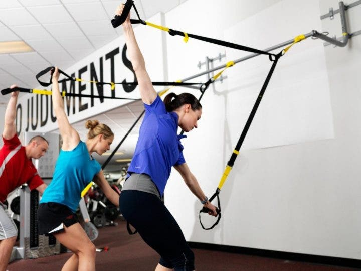 swings de golf con TRX