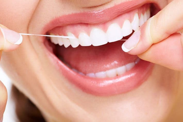 hilo dental para cuidar tus dientes