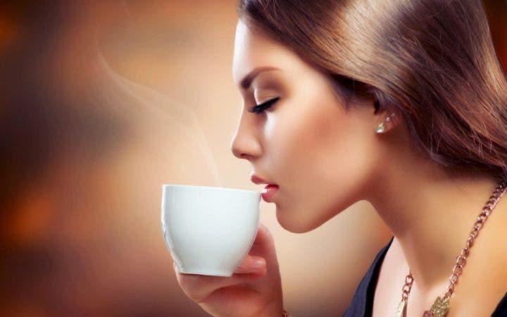 El tomar café te hace sudar más