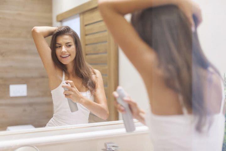 Aplicar desodorante antes de dormir
