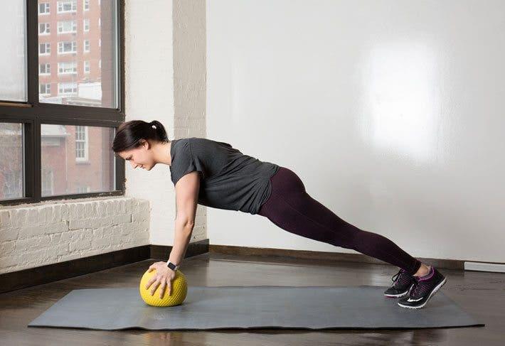 balón medicinal ejercicio tabla
