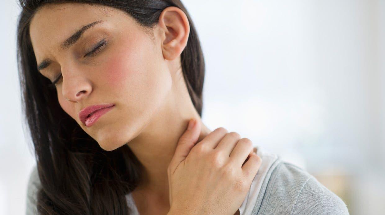 La hernia intervertebral sheynogo del departamento de la columna vertebral la diagnosis