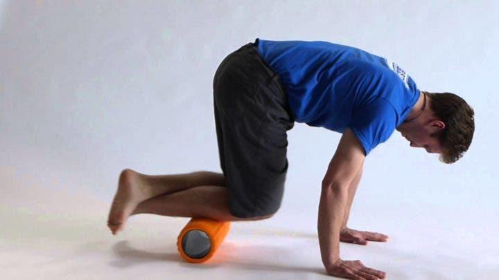 Ejercicios con foam roller para prevenir dolor de espinillas