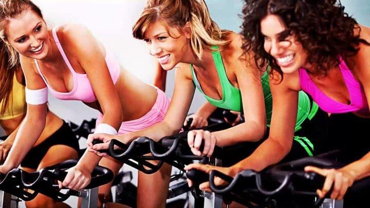 cómo mantenerse hidratado en las clases de spinning