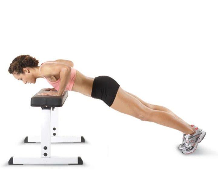 Flexión sobre una mesa o banco
