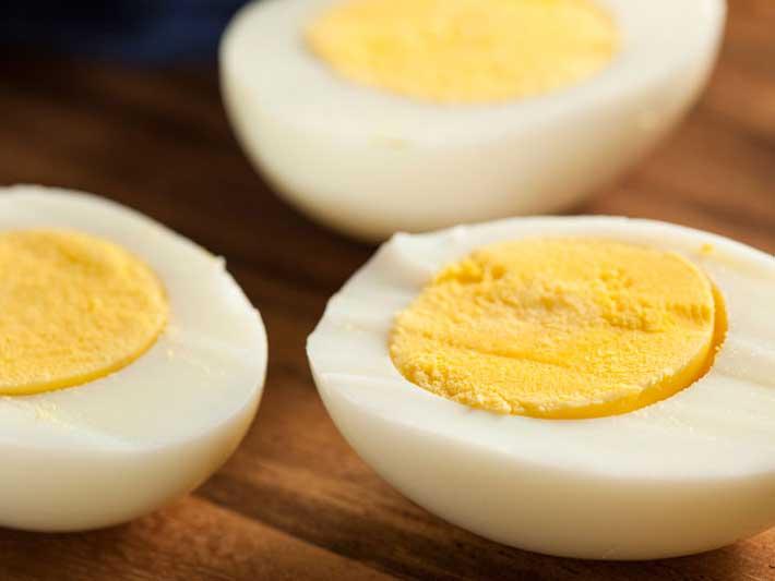 C mo cocinar huevos duros de manera perfecta entrenamiento for Cocinar yemas de huevo