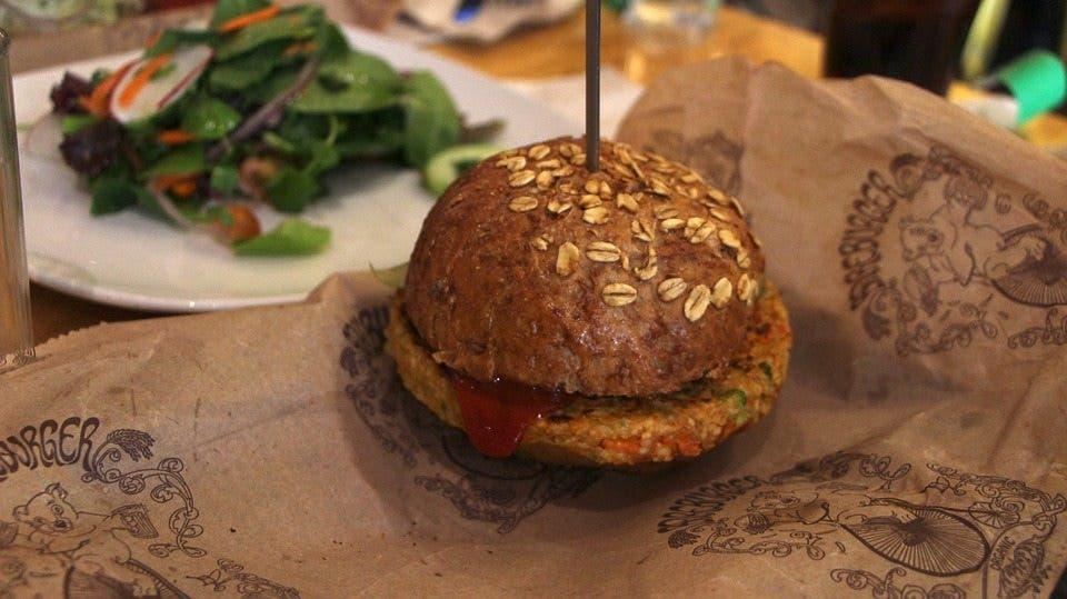 8 recetas de hamburguesas vegetarianas para hacer en casa - Hacer hamburguesas vegetarianas ...