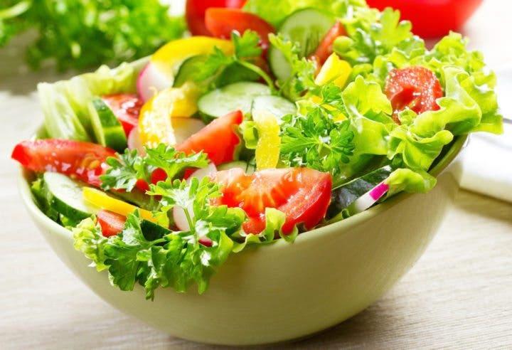 Comer más vegetales para reducir riesgo de cáncer