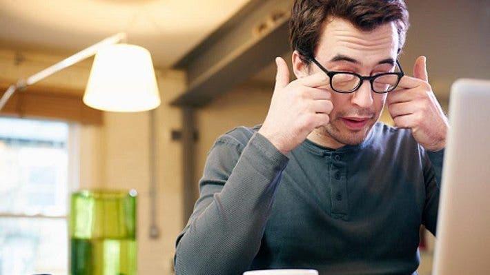 Cómo reducir las molestias oculares al trabajar delante de una pantalla