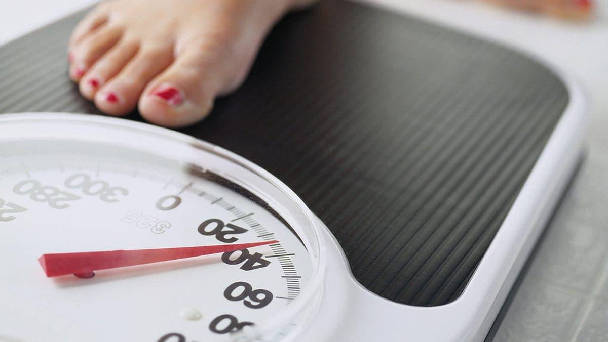 El ejercicio mas efectivo para bajar de peso en casa solo ayudar