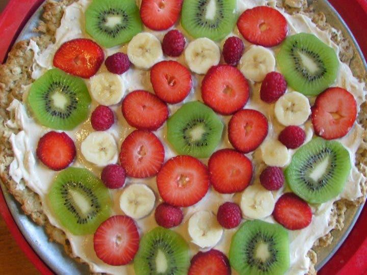 Pizza con yogurt y frutas