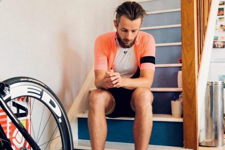 Pasear en bicicleta eléctrica para recuperar los músculos