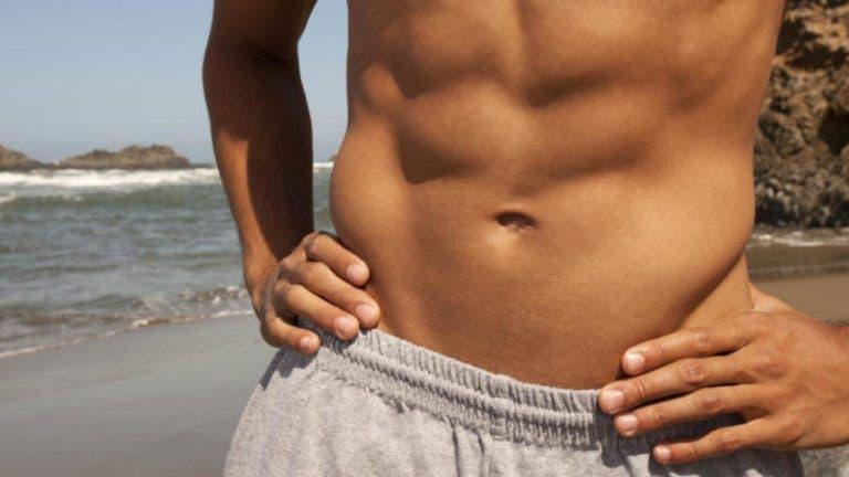 abdominales definidos y fuertes entrenando en casa
