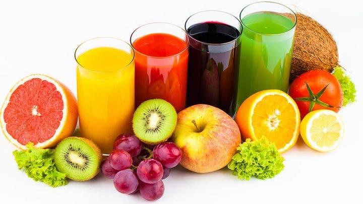 los zumos naturales contienen mucho azúcar líquido