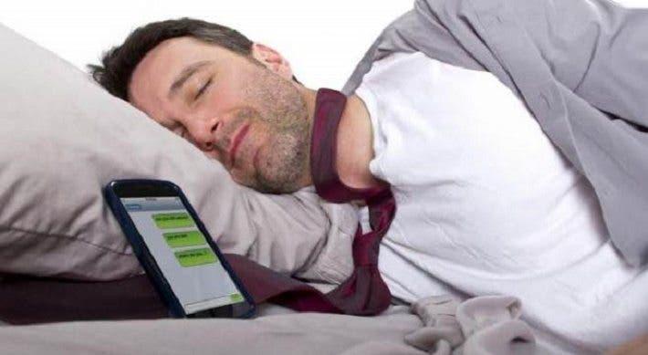 Consecuencias de tener el teléfono cerca de la cama