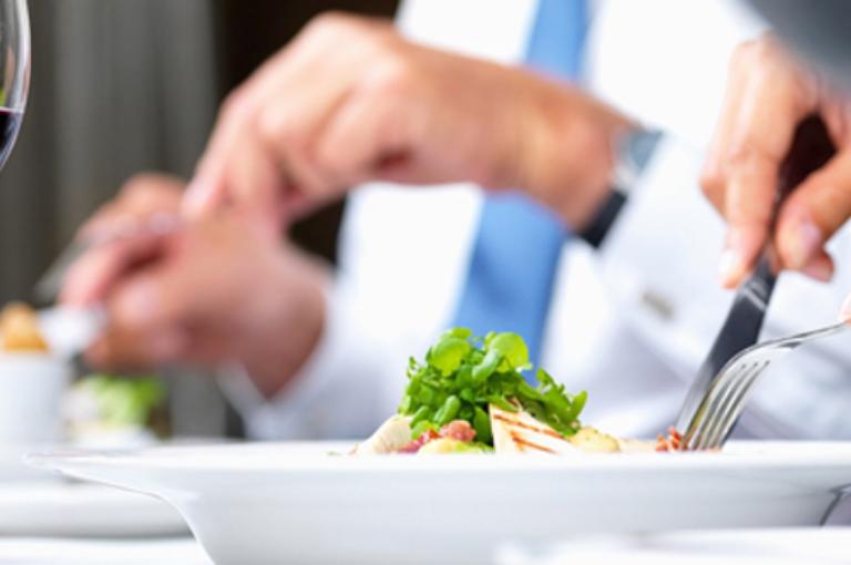 10 cosas que debes hacer a la hora de comer para tener éxito