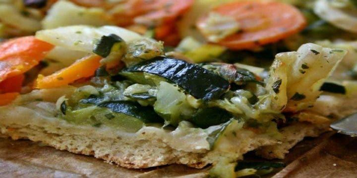 Cómo preparar una pizza mediterránea