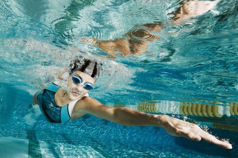 6 pensamientos derrotistas que un nadador debe eliminar de su cabeza