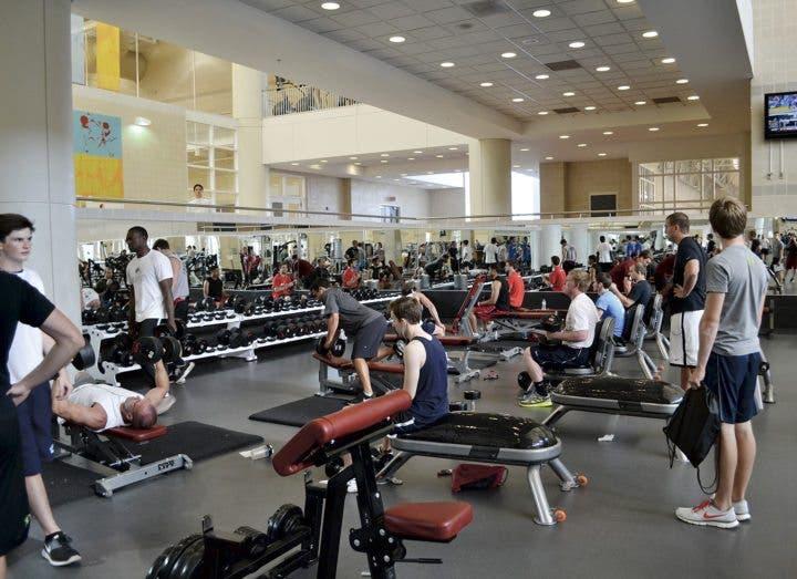 Los sorprendentes beneficios de hacer ejercicio por la for Entrenamiento gimnasio