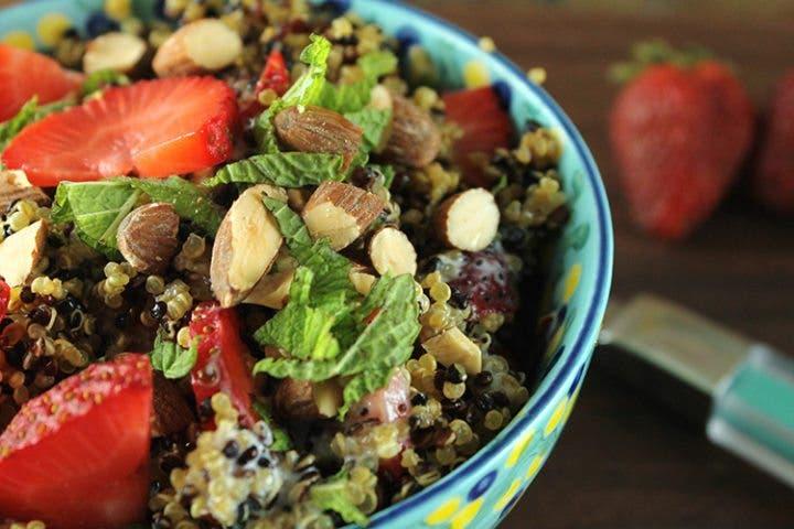 Ensalada de quinoa llena de proteínas