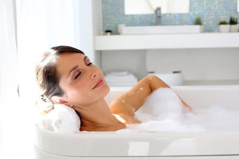 6 ingredientes sorprendentes para que tu baño post-entrenamiento sea efectivo