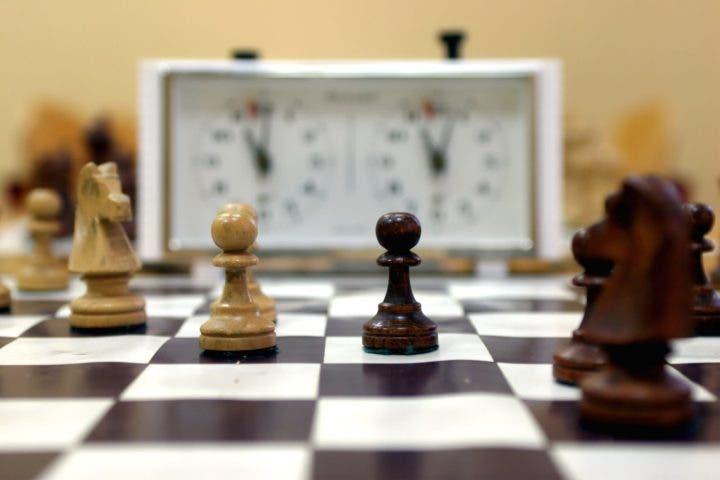 ¿Qué beneficios tiene jugar al ajedrez?