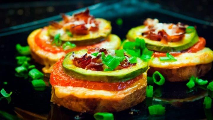 Tostadas de boniato con proteínas y jalapeños