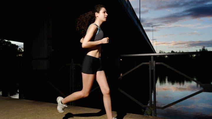 Cómo correr sola de manera segura