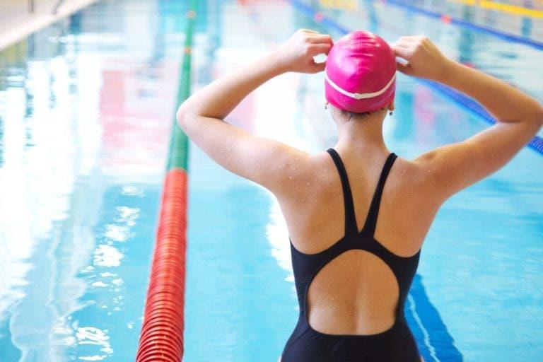 ¿Es conveniente la natación para rehabilitar la espalda?