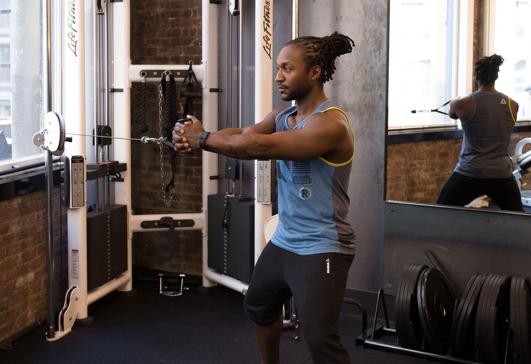 10 Ejercicios En Polea Para Construir Masa Muscular
