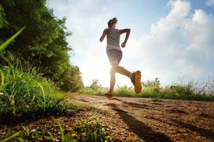 Consejos para salir a correr sola de manera segura