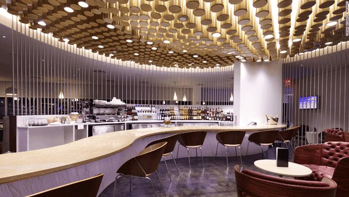 Cómo conseguir entrar en las cafeterías de los aeropuertos de forma económica
