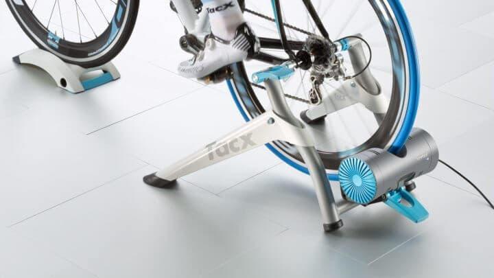 Función del entrenador inteligente en el ciclismo indoor